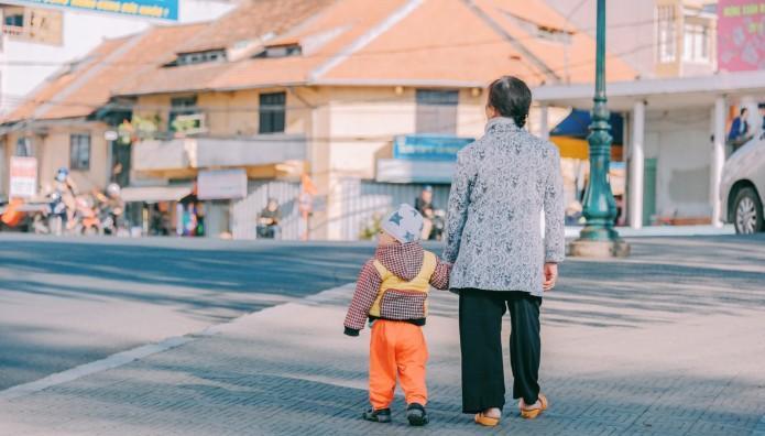 γιαγιά και εγγόνι