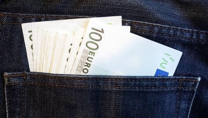 Χρήματα σε τσέπη