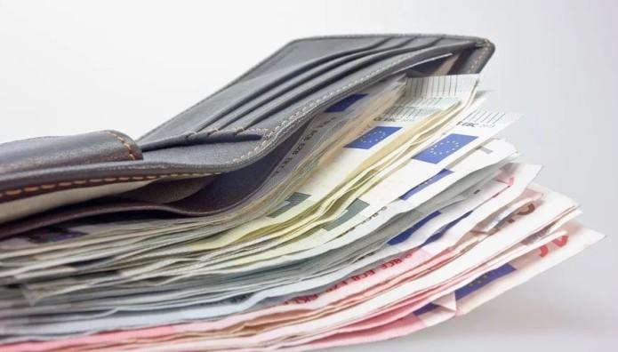 Χρήματα με πορτοφόλι