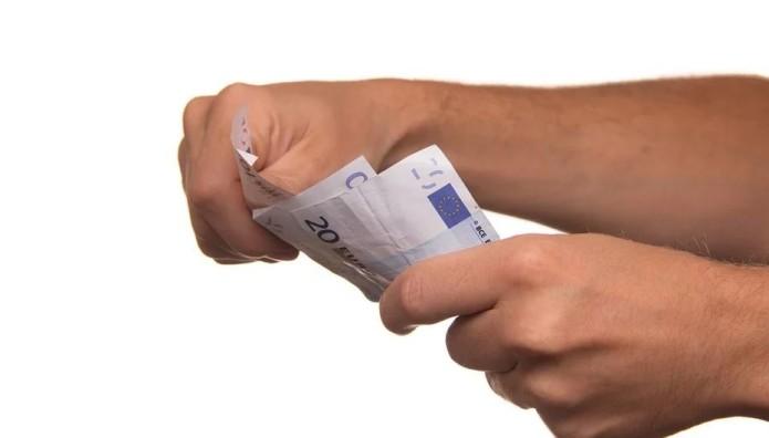 Χρήματα σε χέρια
