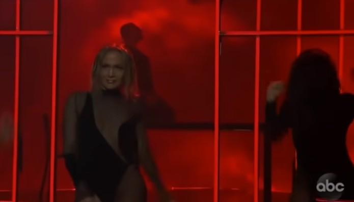 Jennifer Lopez – Βραβεία ΑΜΑ: Πιο Προκλητική Από Ποτέ