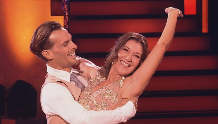Dancing with the Stars: Η κριτική επιτροπή υποκλίθηκε στη Victoria Hislop
