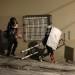 Αστυνομικοί δέχτηκσν επίθεση με μπογιές στο Κουκάκι